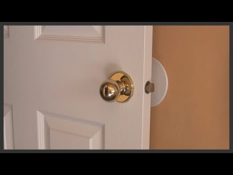 How to remove and replace door knobs