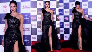 Kiara Advani Looks STUNNING In Black Gown At Star Screen Awards 2019