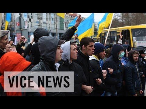 Pro-Russia & Pro-Ukraine Protesters Face Off: Russian Roulette in Ukraine
