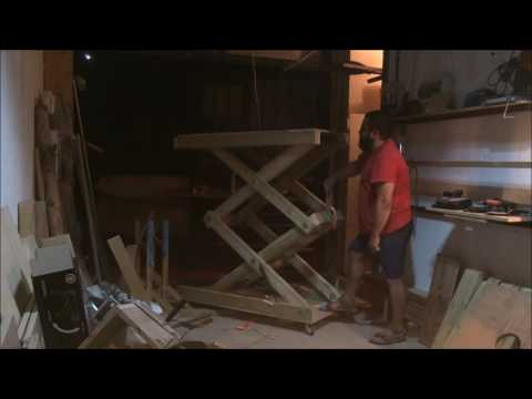 homemade wooden scissor lift working with ratchet strap