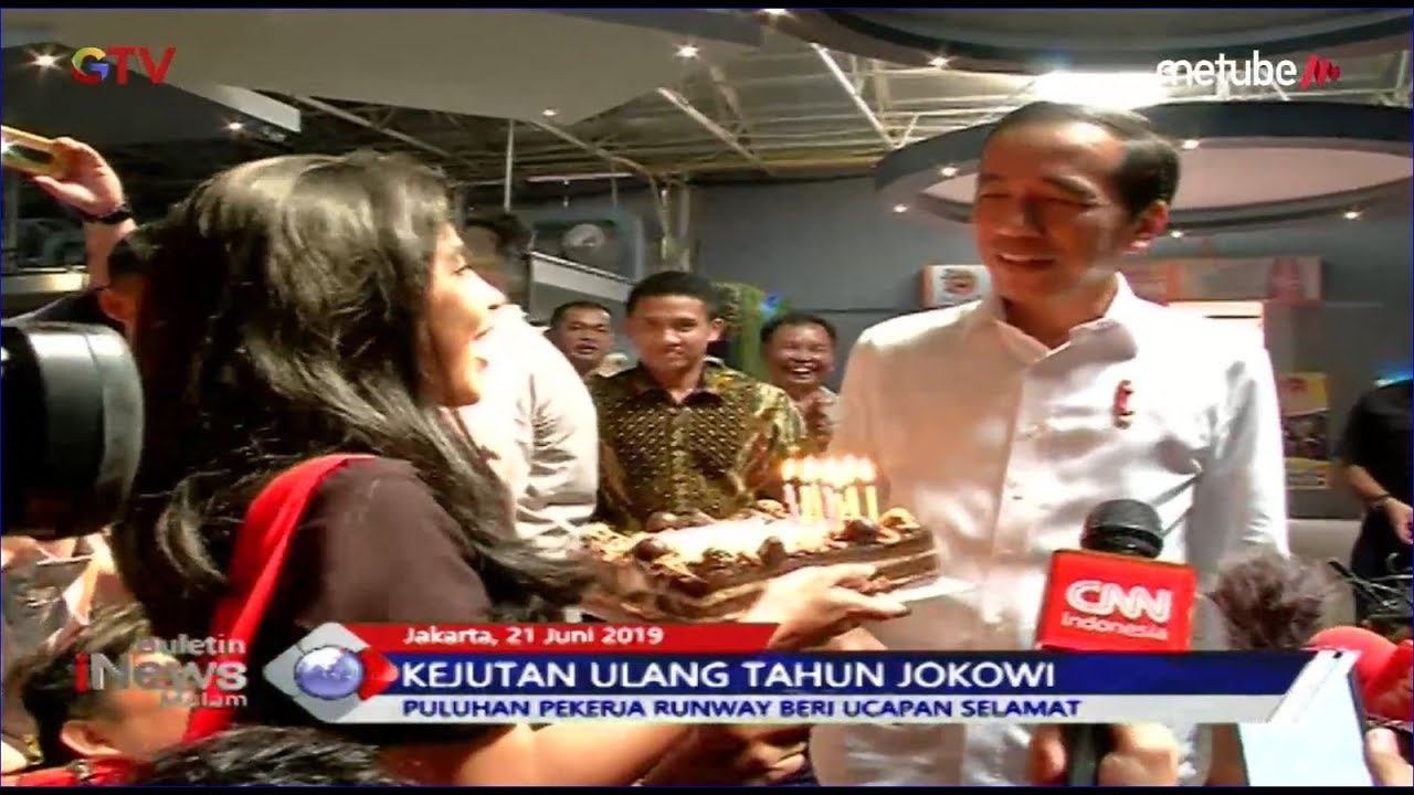 Ulang Tahun, Jokowi Diberi Kejutan oleh Pekerja Bandara Soetta dan Wartawan Istana - BIM 21/06