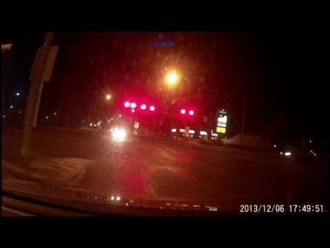Bad drivers in Eastern Quebec - Running a red light