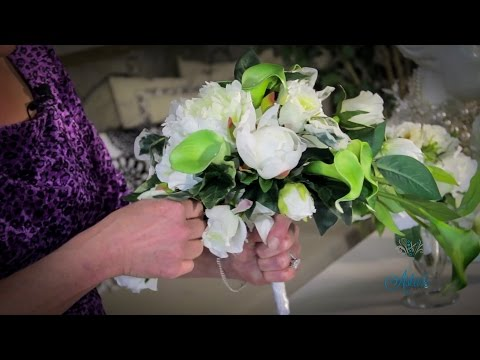 Wedding Floristry Tutorial: How to make a Trailing Bouquet