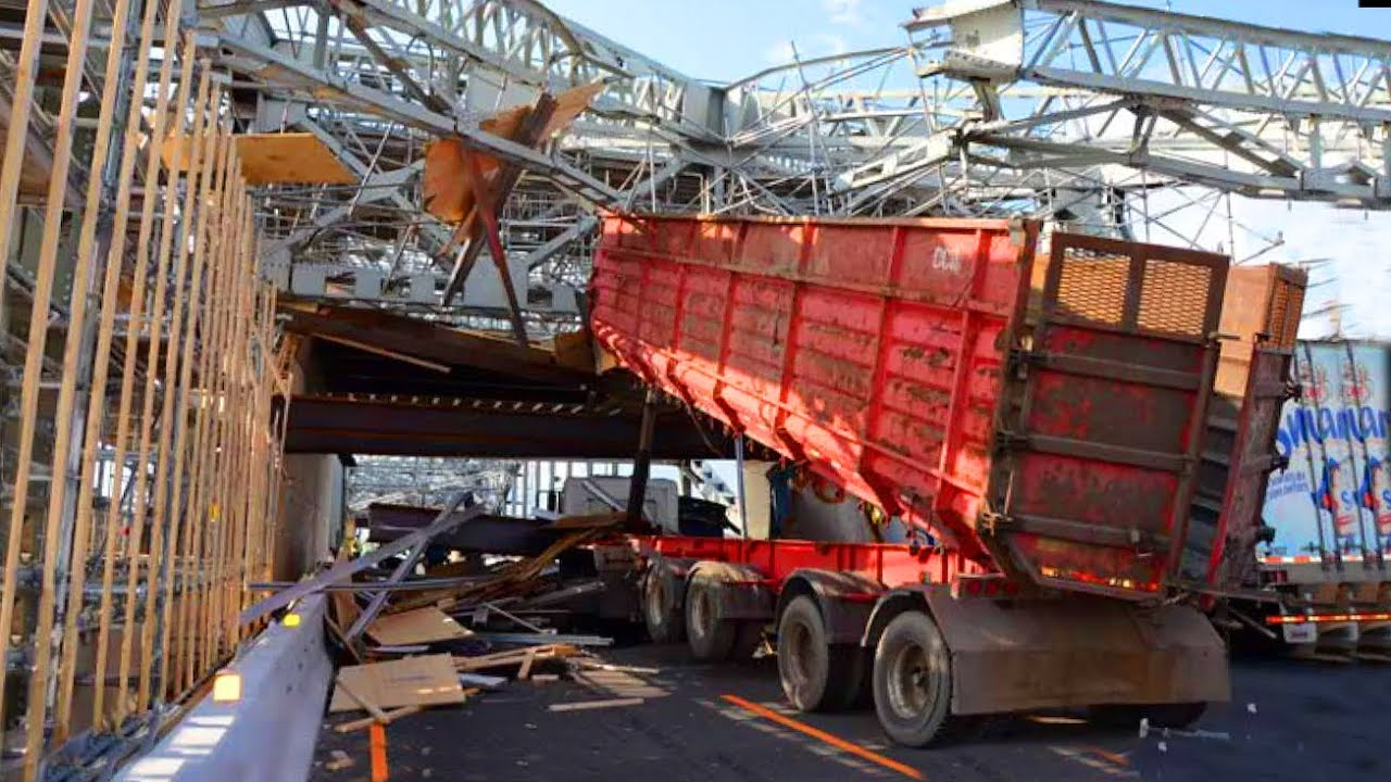TRUCKS SMASHING INTO BRIDGES ! Trucks Hitting Overpasses, Crossing Bridges Fails