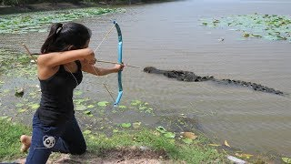 Amazing Girl Catches Crocodile While Fishing With Bowfishing - How To Catch Crocodile