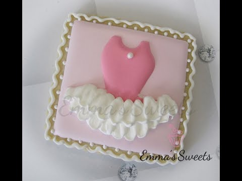 How to pipe Ruffles on a cookie by Emma's Sweets