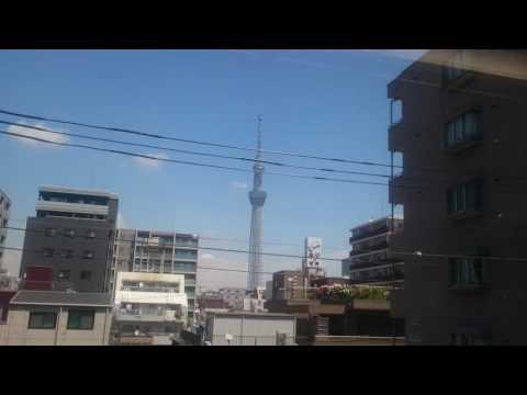 De Ikebukuro a Narita en el Narita Express, vista de la Tokyo Skytree. Chao Japón,  quien sabe si vo
