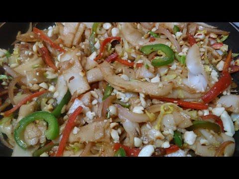 VEGAN NOODLES - PAD THAI NOODLES : Thai street food VEG.PAD THAI- RICE NOODLES.