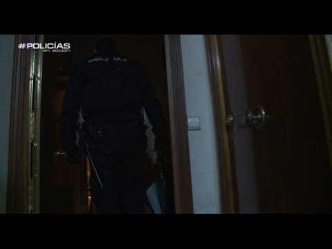 Xxx Mp4 39 Policías En Acción 39 Se Enfrenta A Una Pelea Entre Hermanos 3gp Sex