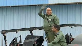 Tejas से रक्षा मंत्री Rajnath Singh की उड़ान LIVE