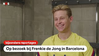 Op bezoek bij Frenkie de Jong: 'Ik zeg niet tegen Messi hoe hij moet spelen' | NOS Sport