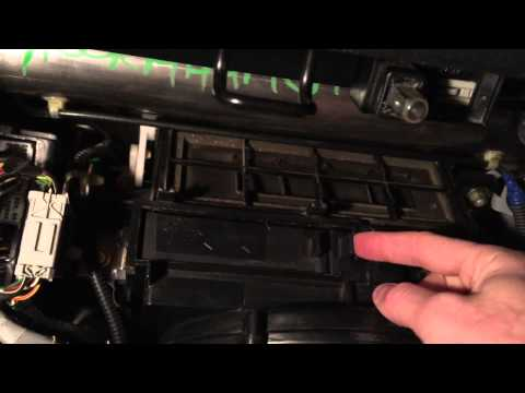 Honda CRV Cabin Air Filter Replacement (HD)