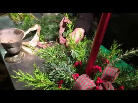 Christmas Decorations Centerpieces Ideas - Gingerbread Cottage
