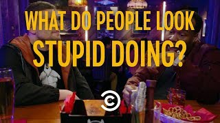 If You Do These Things, You Probably Look Stupid - Stupid Questions with Chris Distefano