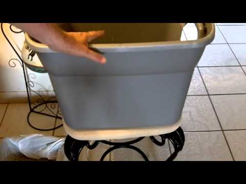 how to make the Best $5 DIY Cat Litter Box keeps litter from spreading all over the house.