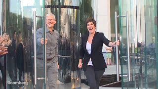 Watch Tim Cook Reopen the Apple Store on Fifth Avenue