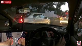 बारिश के मौसम में गाड़ी चलाते