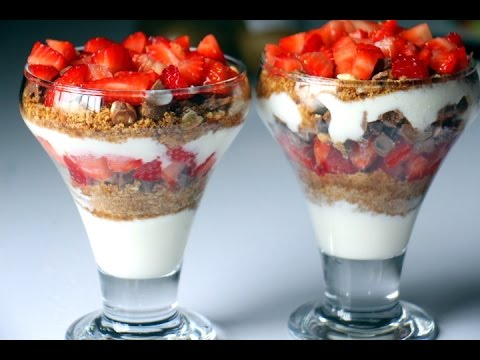 EASY BREAKFAST - STRAWBERRY CHOCOLATE PARFAIT