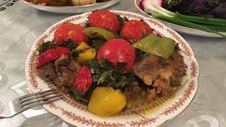 Bozpörtünün resepti: 850qr az sümüklü qoyun əti, 150 qr. quyruq, 1 iri baş soğan, 2 qırmızı, 2 yaşıl, 1 sarı bibər,5 orta boy pomidor,  göyərtilər: keşniş, şüyüd, dağkeşnişi,kəvər, şomu, turşəng, cəfəri, kərəviz hərəsindən 1/2 dəstə (balaca dəstə),  1silə xör. qaşığı kərəyağı, 50ml abqora, duz, istiot, sarıkök.