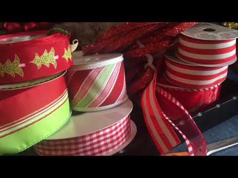 Hints for Christmas decorating with patterned ribbons