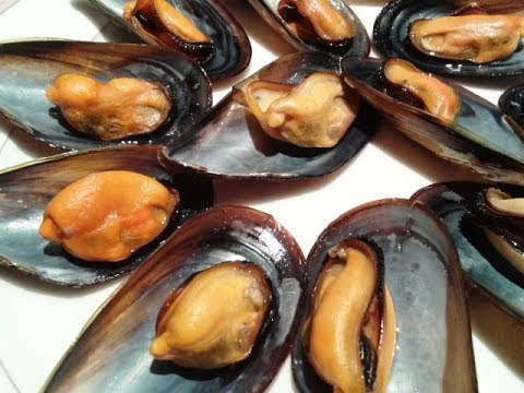 STEAMED MUSSELS. SPANISH FOOD. EASY COOKING