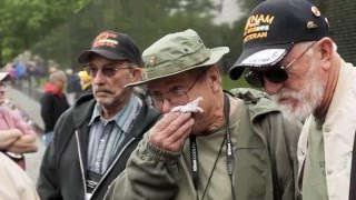 A heart-rending visit for vets at Vietnam Memorial Wall