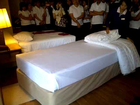 Housekeeping : how to make a bed