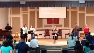 "Glorieta praise team sings ""Shout to the Lord"""