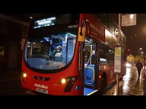 Blind change on Metroline VW1407 (LK13BHY)