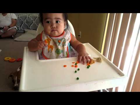 Baby eats Carrots and Peas - Baby Lead Weaning