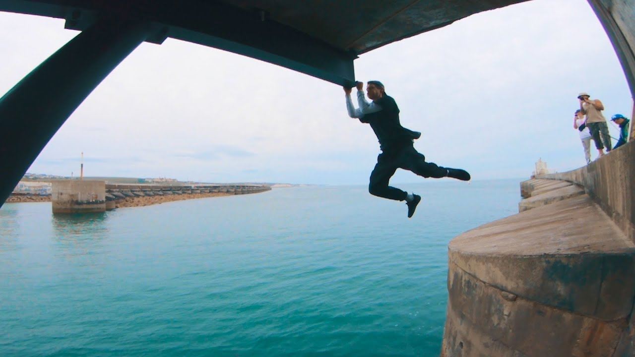 Parkour Water Challenge - DON'T FALL IN! 🇬🇧