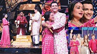 Neha Kakkar And Aditya Narayan Wedding On Indian Idol 11 Set