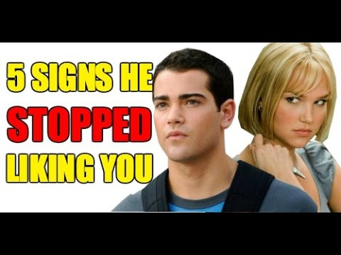 How to Tell if a Guy is Losing Interest - 5 Signs Doesn't Like You & What To Do