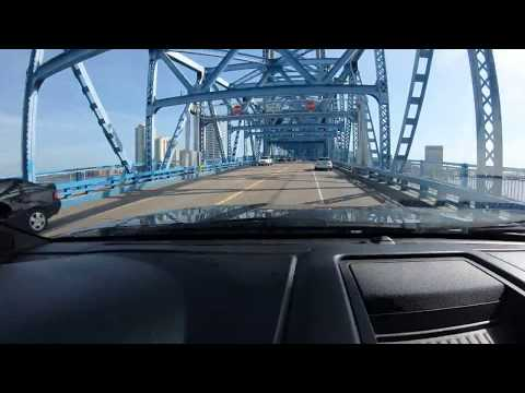 Not so awesome stuff to do with a GoPro Hero6 - Driving over the Main Street Bridge