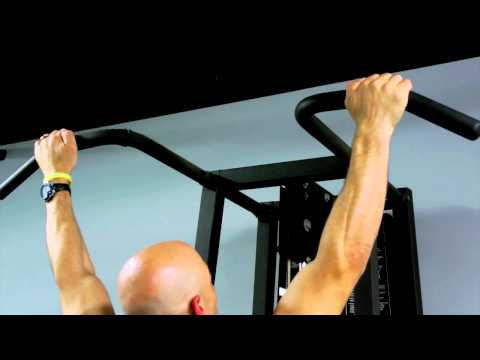 Trapezius Muscle Workouts Using a Pull-Up Bar : Chin-Ups & Other Exercises
