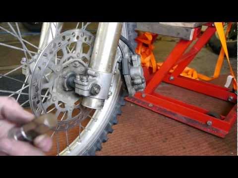 DRZ 400 - Front wheel removal + refit
