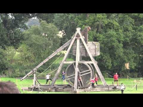 Warwick Castle - Trebuchet in Action, HD 1080p