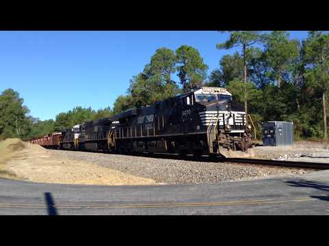 NS 337 heads out of Columbia, SC with a rare Top Hat unit trailing second