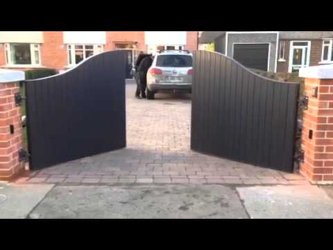 Steel frame wooden gate with Faac 413 automation