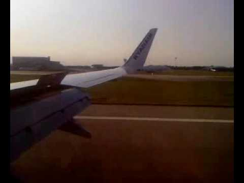 Boeing 737-800 landing at London Stansted Airport
