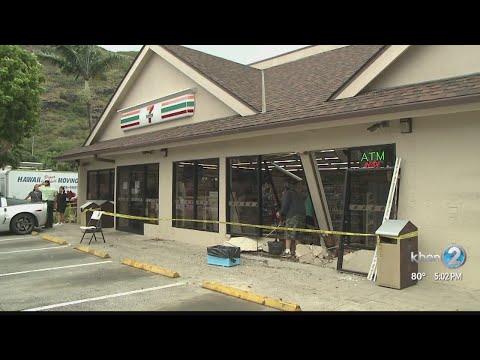 Car slams into Hawaii Kai 7-Eleven