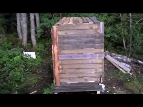 DIY insulated compost bin made from old pallets