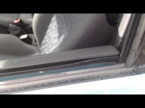 EASY FIX:  Loose door trim panel on a car - Ford Focus Mk1 - How to do stuff !