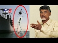 Indian Navy Stunts in Krishna River | Vijayawada | Telugu News | TV5 News
