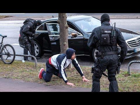Razzia gegen 187 Strassenbande – Maxwell in Handschellen
