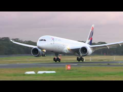 LATAM Airlines Arrival into Melbourne Airport