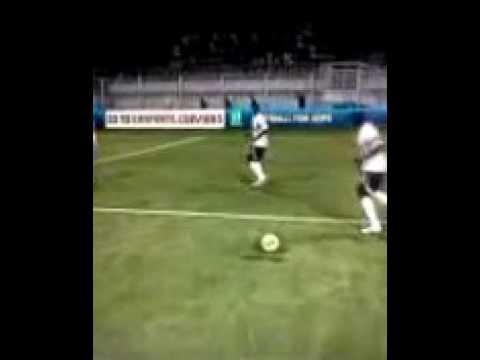 Fifa 12 How to make your player invisible.