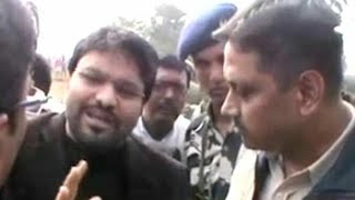 Union minister Babul Supriyo stopped by police in West Bengal
