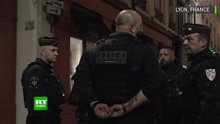 Lyon : la police enquête sur la scène de l'explosion