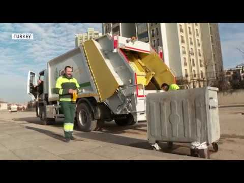 Turkish garbage collectors make a library out of trash